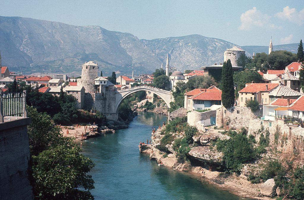 สะพานดั้งเดิม ภาพปี 1974 - ที่มา Wikipedia