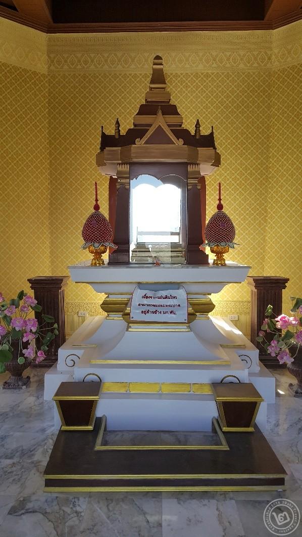 ศาลารอยพระบาท รัชกาลที่ 9