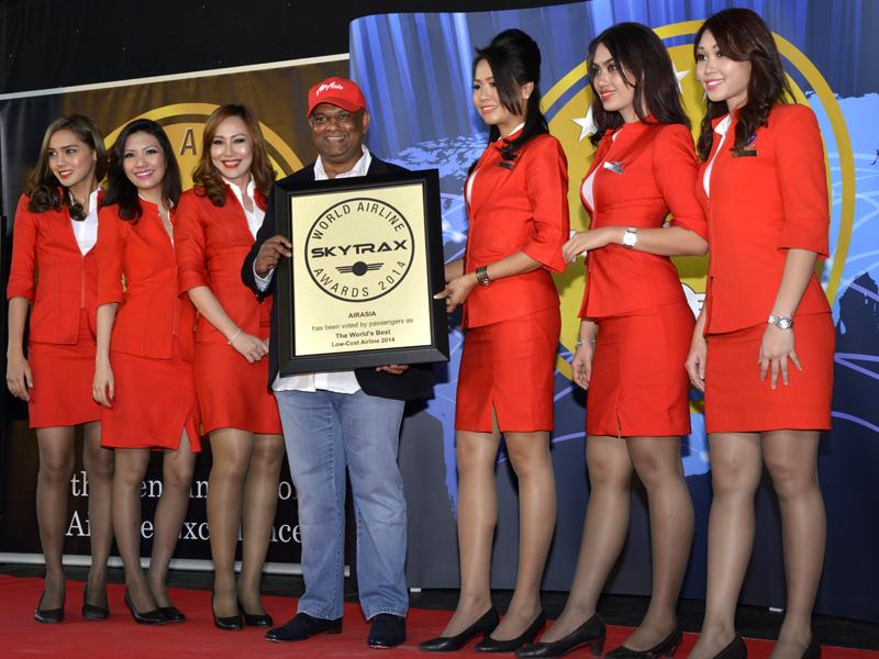 Tony Fernandes รับมอบรางวัล Best Low Cost 2014 - ภาพจาก SkyTrax