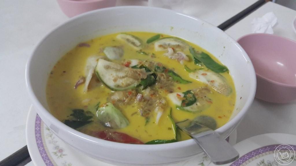 เขียวหวานปลาหมึก ไสวอาหารทะเล