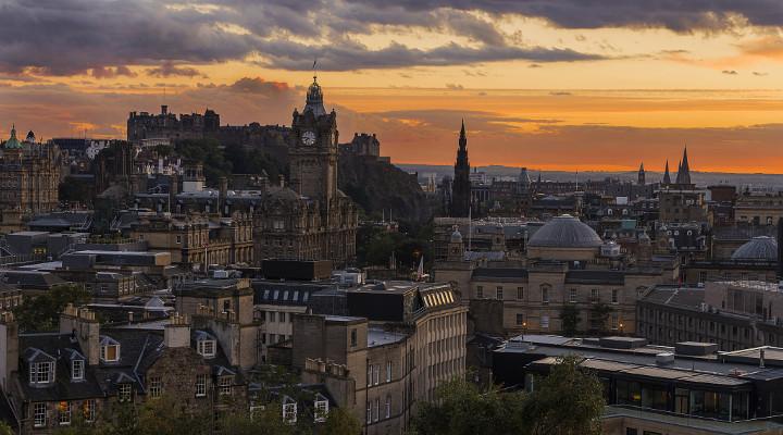 ปราสาท Edinburgh ยามสนธยา - ภาพจาก Flickr Steve McCaig