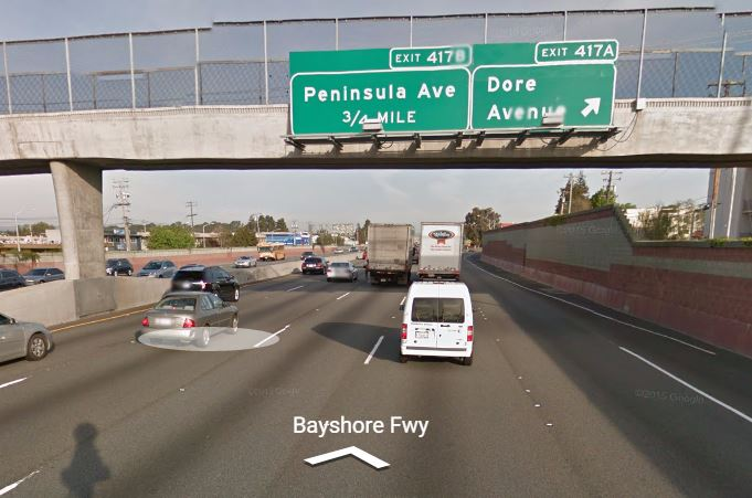ตัวอย่างป้ายบอกทางออกของ Freeway จะบอกทางออกลำดับแรก (ขวาสุด) และทางออกลำดับถัดไป (ภาพจาก Google Street View)