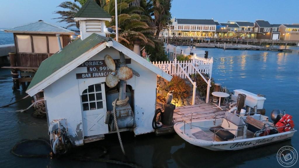 Forbes Island แบบใกล้ๆ
