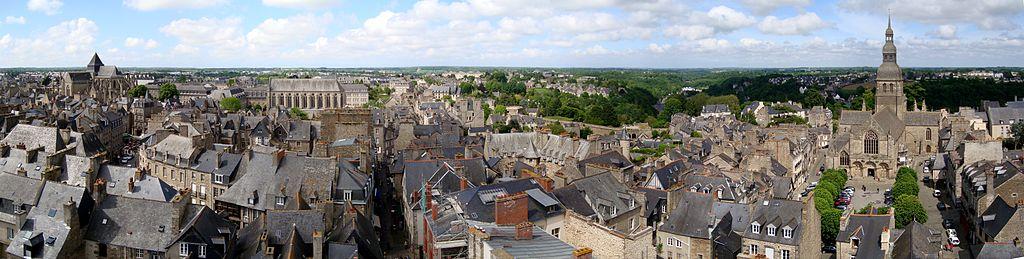 เมือง Dinan (ภาพจาก Wikipedia)