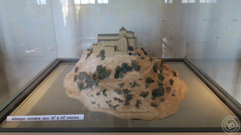 Mont Saint-Michel ในศตวรรษที่ 11-12 ช่วงเริ่มต้น