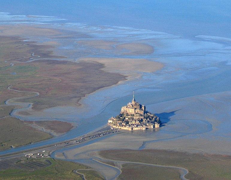ภาพถ่ายทางอากาศของ Mont Saint Michel (จาก Wikipedia)