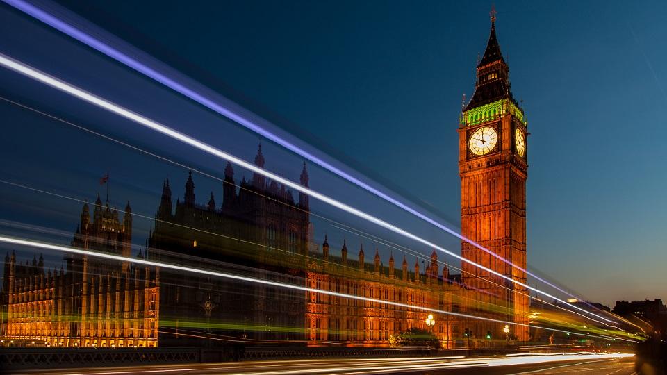 Big Ben ยามค่ำคืน (ภาพโดย Paul Gravestock)