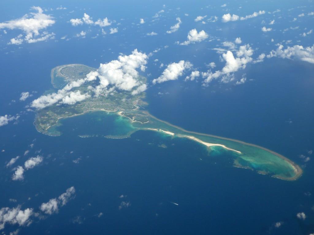ภาพถ่ายทางอากาศเกาะคุเมะจิมา (ภาพจาก wikipedia)