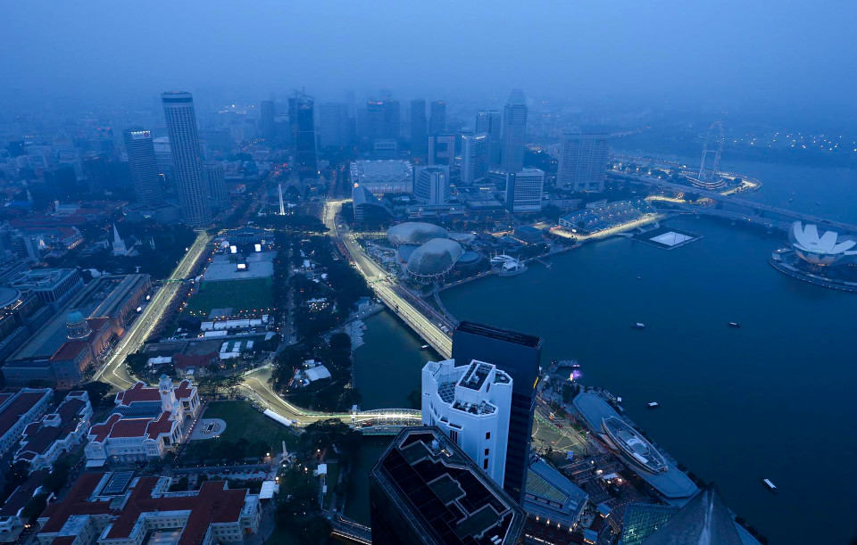 ภาพถ่ายบรรยากาศสนามจากมุมสูง (ภาพจาก F1 Singapore Grand Prix)