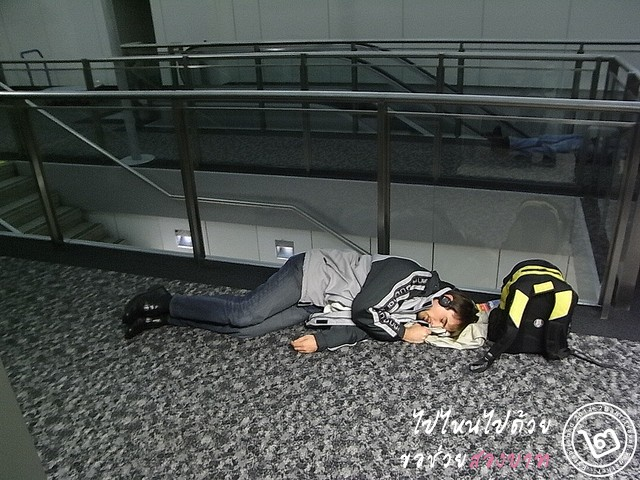 sleep-in-airport