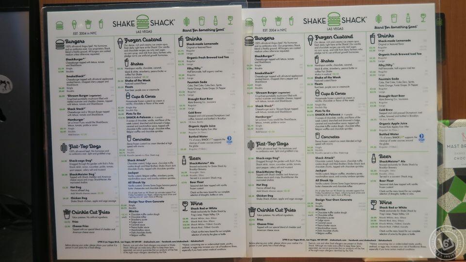 เมนูของร้าน Shake Shack (คลิกเพื่อดูภาพขนาดใหญ่)