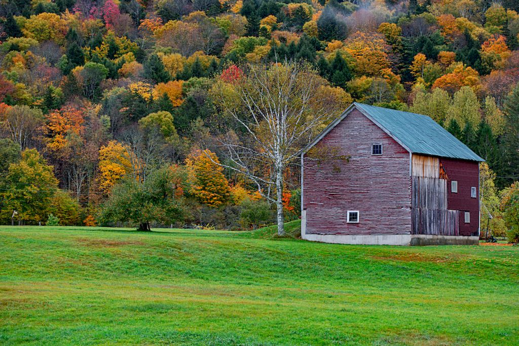 Roadside Barn along the Rt. 100 in Vermont / Flickr - Vaibhav Bhosale