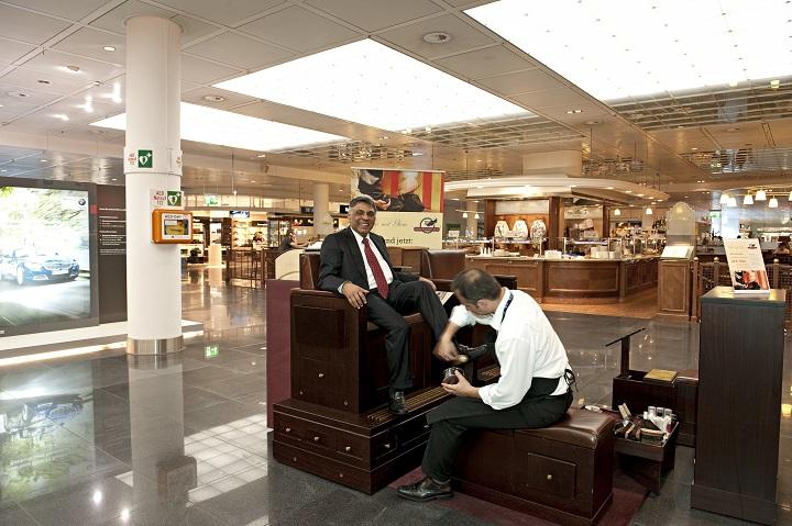 สนามบินมิวนิค มีแม้กระทั่งร้านขัดรองเท้า!