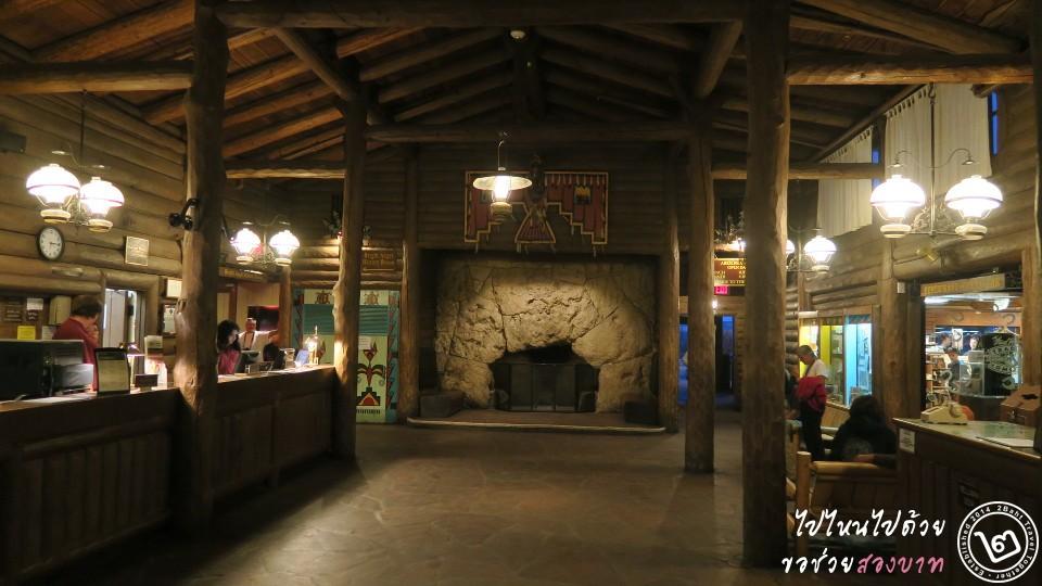 บรรยากาศภายในล็อบบี้ของ Bright Angel Lodge