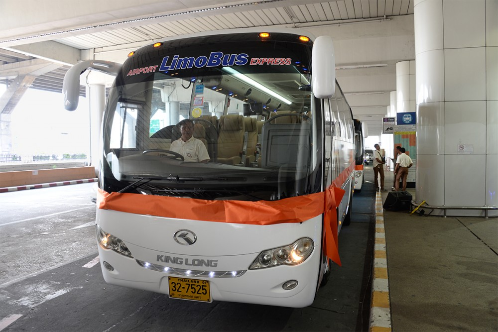 ภาพรถ AOT LimoBus จากสนามบินดอนเมือง