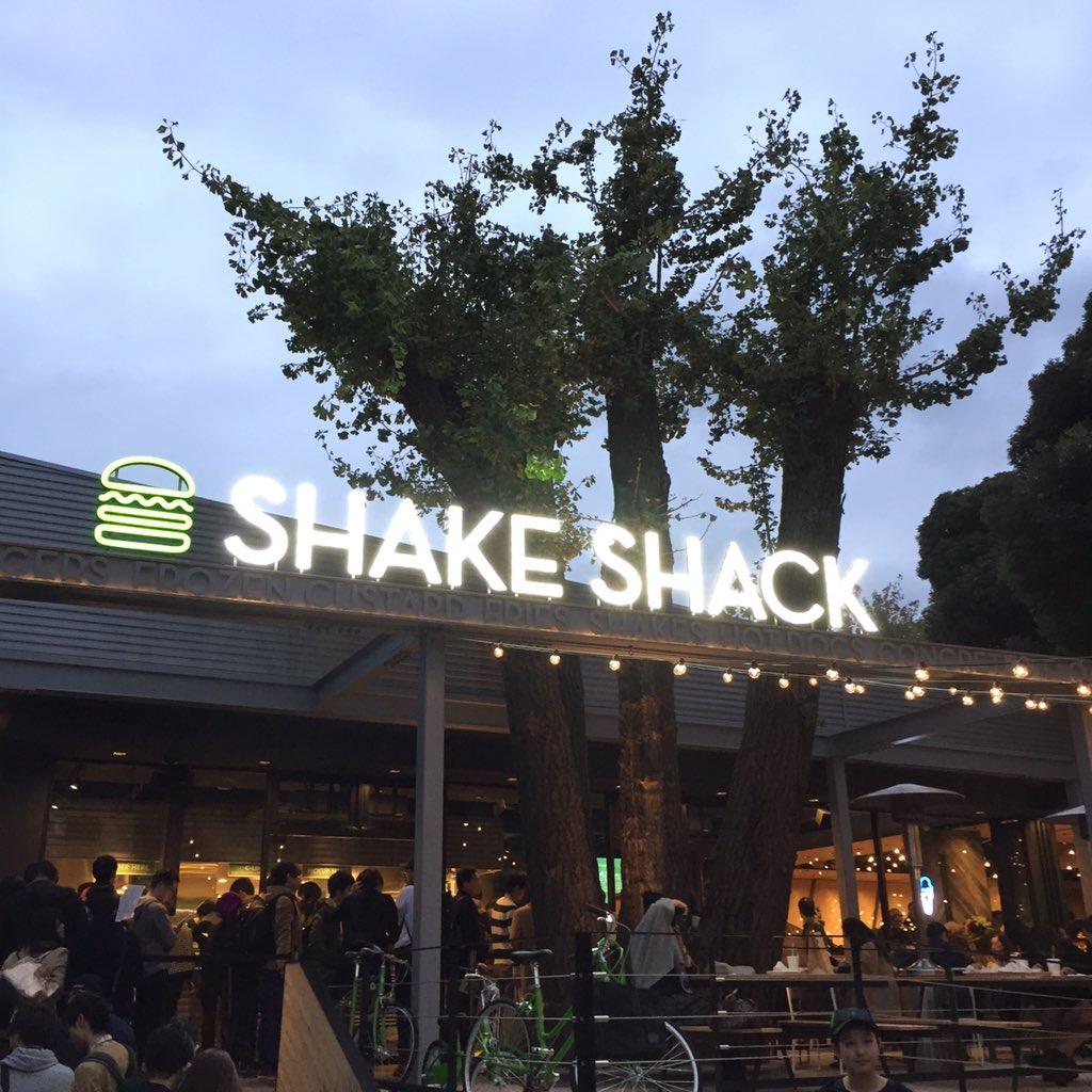 บรรยากาศร้าน Shake Shack ที่โตเกียว (ภาพจาก @ShakeShackJPN)