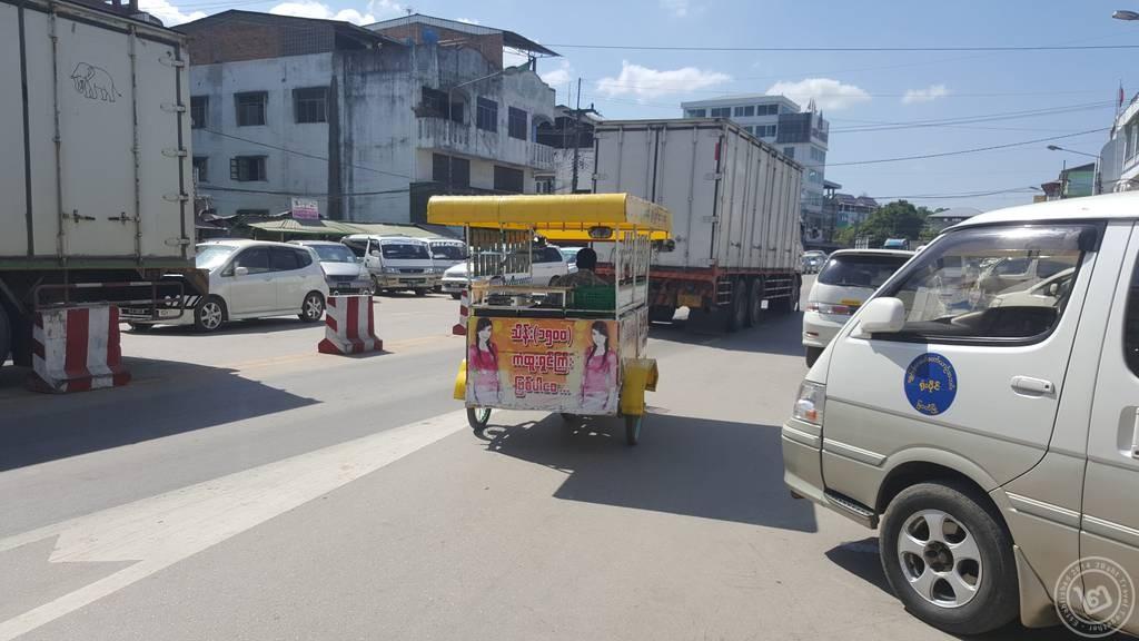 รถซาเล้งขายซิม จ.เมียวดี ประเทศพม่า