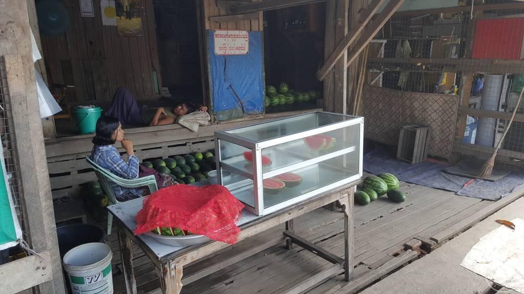 ร้านขายแตงโม จ.เมียวดี ประเทศพม่า