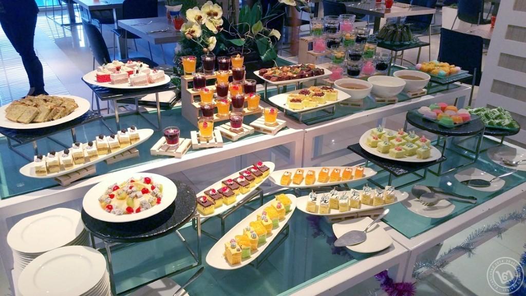 มุมของหวาน บุฟเฟ่ต์ห้องอาหาร The Square โรงแรม Novotel Bangkok Fenix Silom