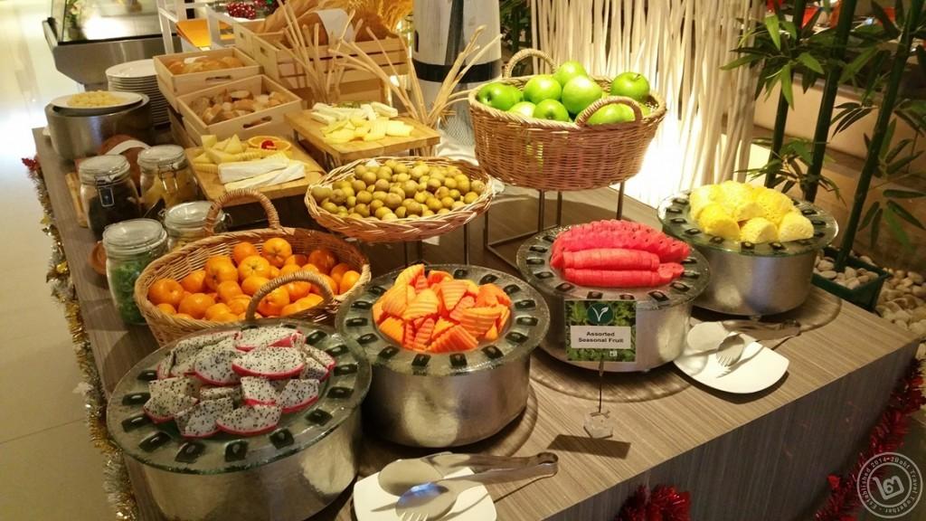 มุมผลไม้ ห้องอาหาร The Square โรงแรม Novotel Bangkok Fenix Silom
