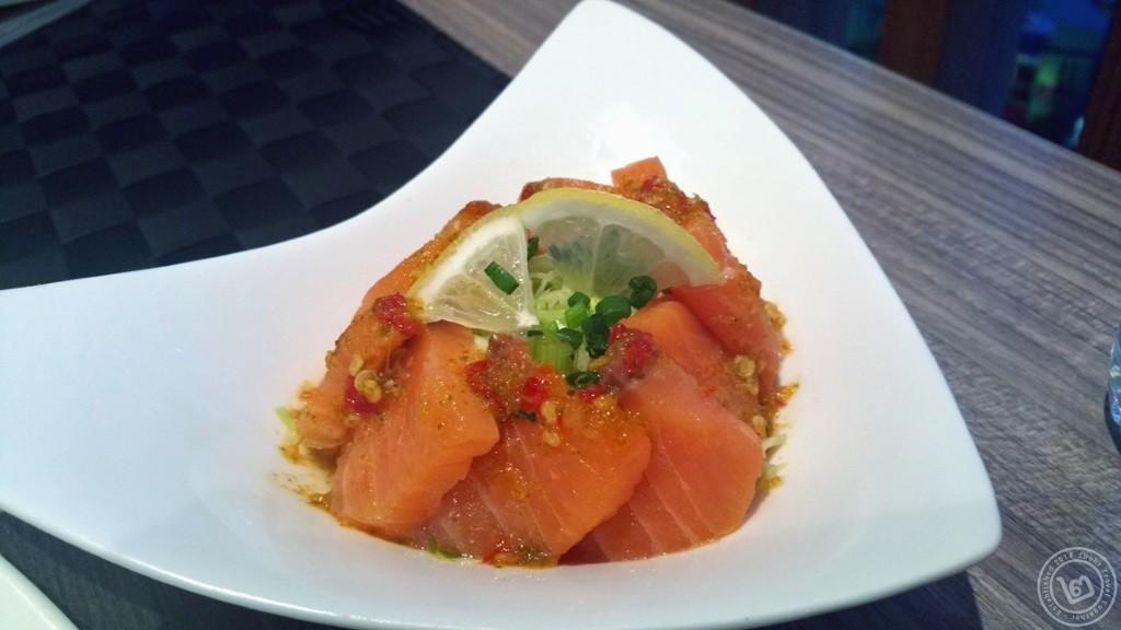 ยำปลาแซลมอน บุฟเฟ่ต์ Sassy Salmon ห้องอาหาร The Square โรงแรม Novotel Bangkok Fenix Silom