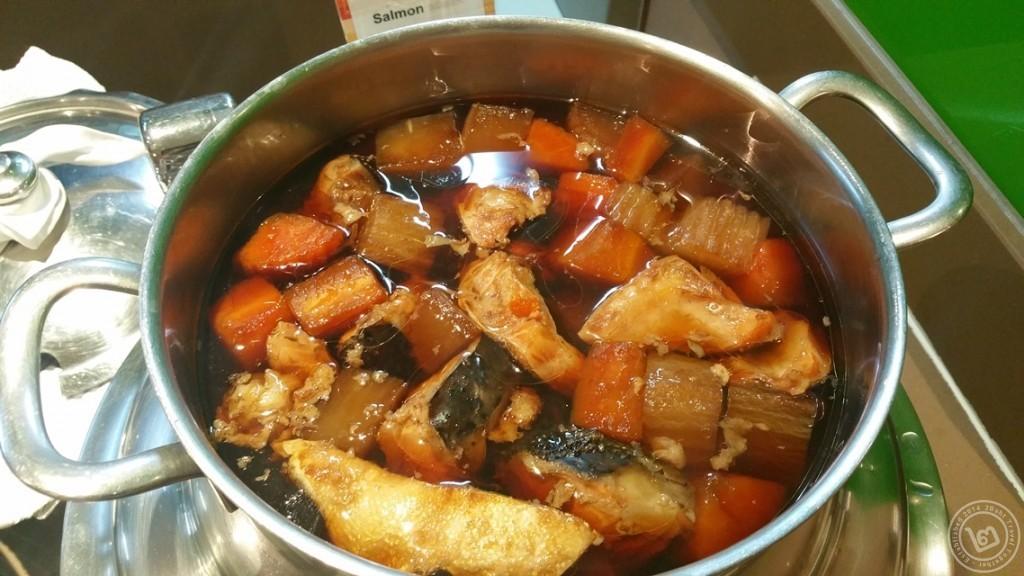 ต้มหัวปลาแซลมอนซีอิ้วญี่ปุ่น ห้องอาหาร The Square โรงแรม Novotel Bangkok Fenix Silom