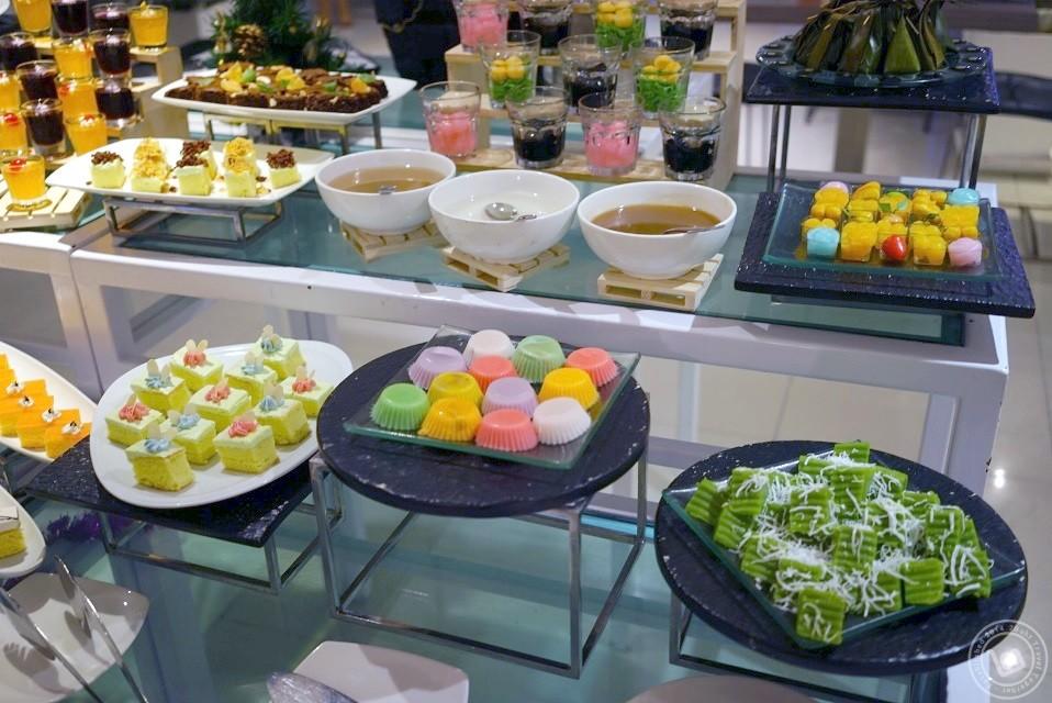 มุมของหวานแบบไทย บุฟเฟ่ต์ห้องอาหาร The Square โรงแรม Novotel Bangkok Fenix Silom