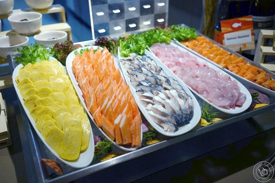 มุมปลาดิบโดยรวม ห้องอาหาร The Square โรงแรม Novotel Bangkok Fenix Silom