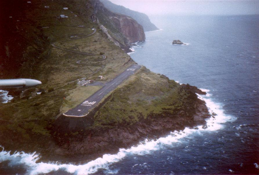 ภาพรันเวย์ของ Saba Airport โดย Pia L / wikipedia
