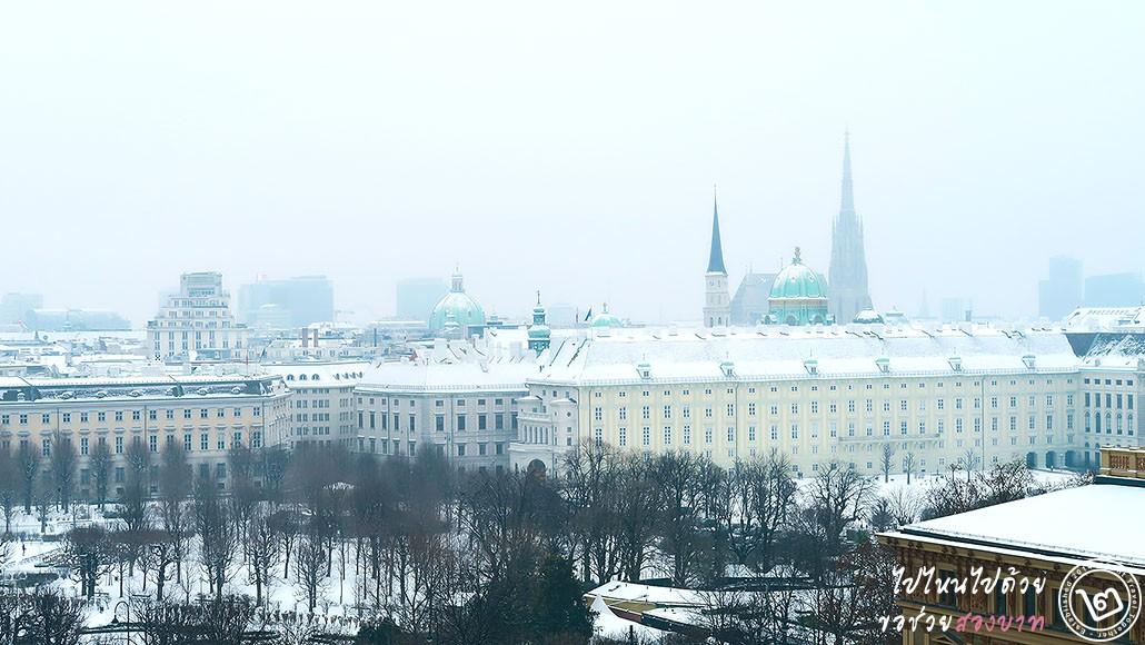 พระราชวัง Hofburg ถัดไปเป็นมหาวิหาร St.Stephan