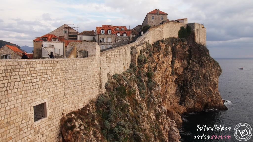 กำแพงของจริง มุมเดียวกัน ไม่มีปราสาท