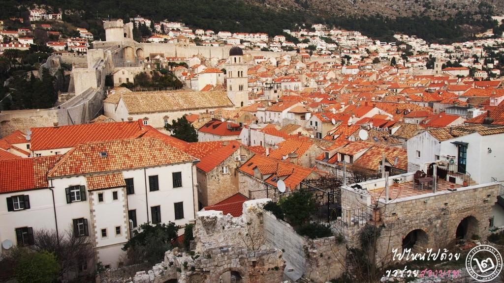 หลังคาสีส้มของเมืองเก่า Dubrovnik ในปัจจุบัน