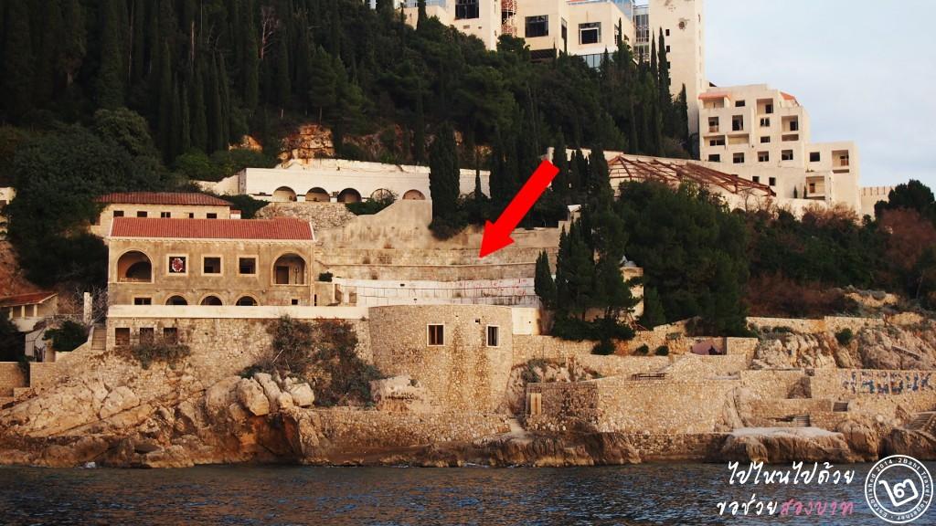 ลานหน้าโรงแรม Belvedere Atrium มองจากทะเลเข้ามา