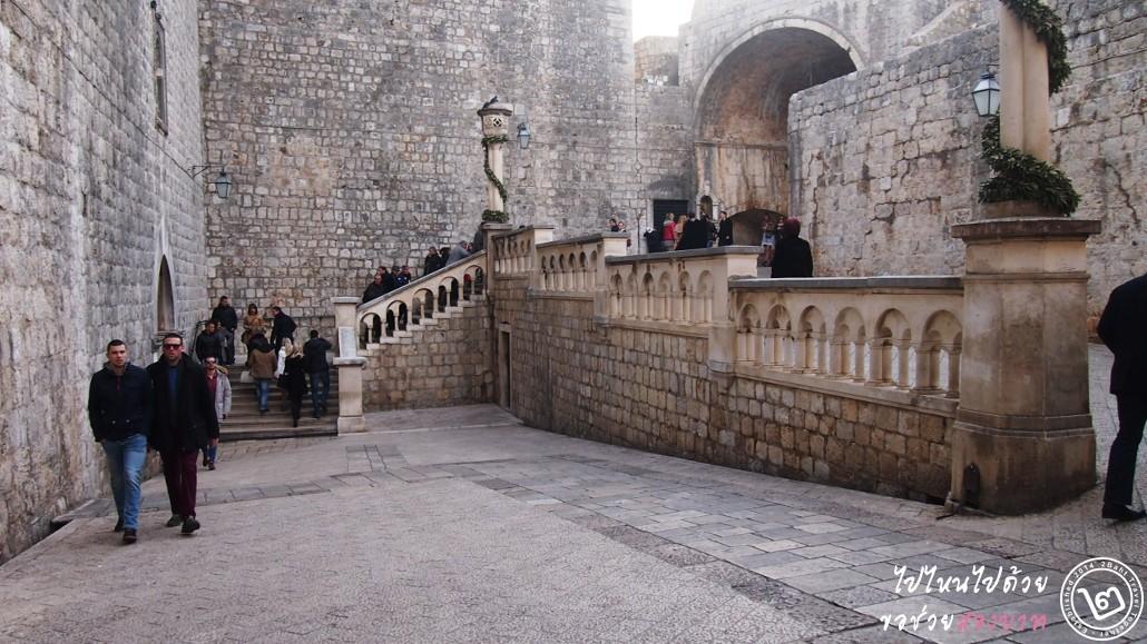ประตูเมือง Pile Gate ของจริง (สังเกตหัวเสา)