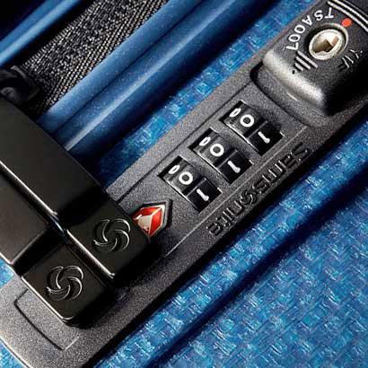 ตัวอย่างล็อคที่ผ่านมาตรฐาน TSA จะมีโลโก้สีแดงกำกับ (ภาพจาก Samsonite)