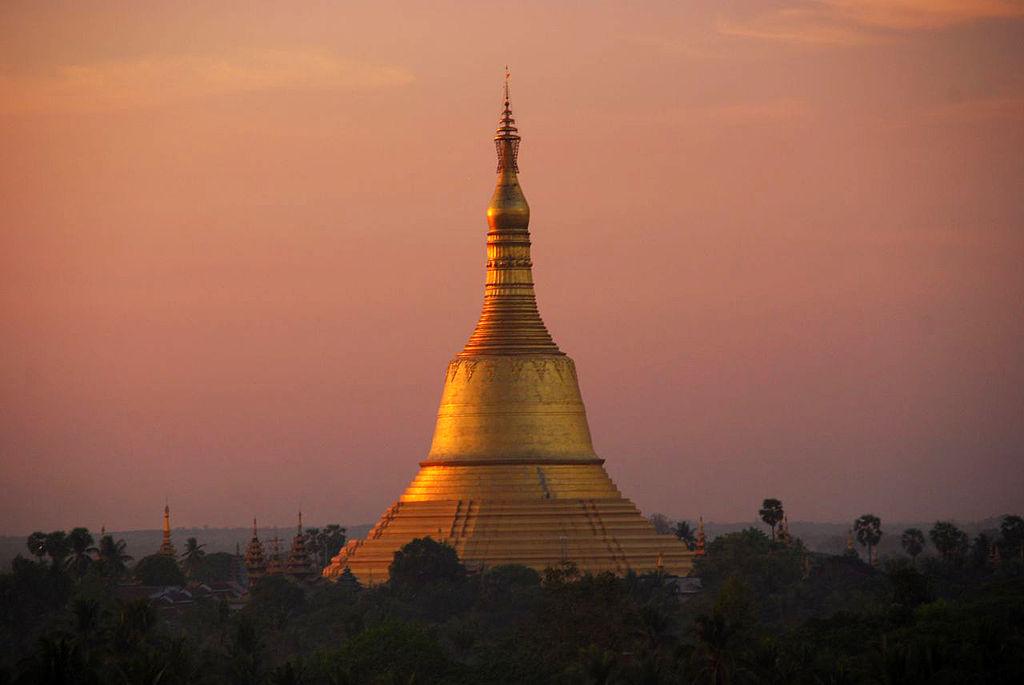 ที่เที่ยว พม่า: เจดีย์ชเวมอดอ หงสาวดี (ภาพโดย Hintha/Wikipedia)