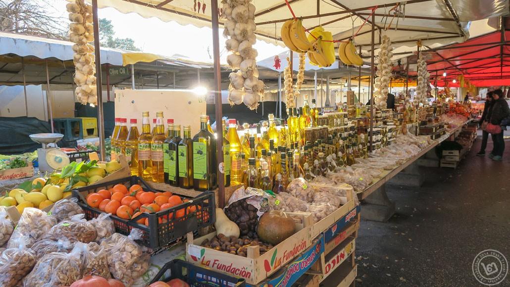 ตลาดสดบนฝั่ง ใกล้เมือง Trogir