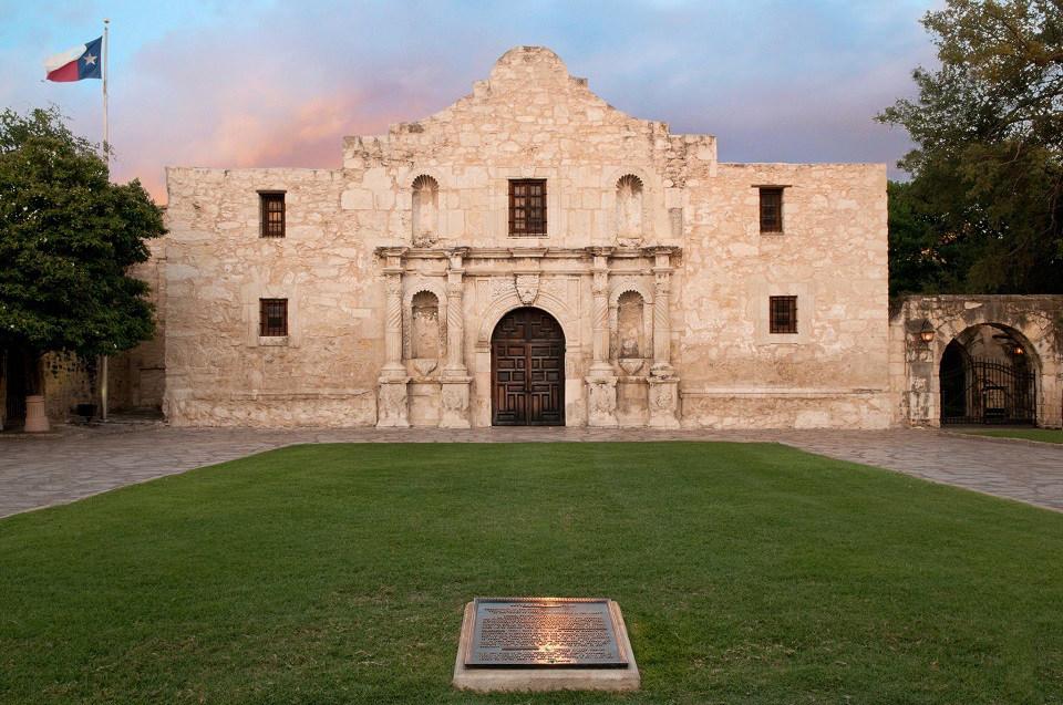 ป้อม Alamo ภาพจาก Facebook The Alamo