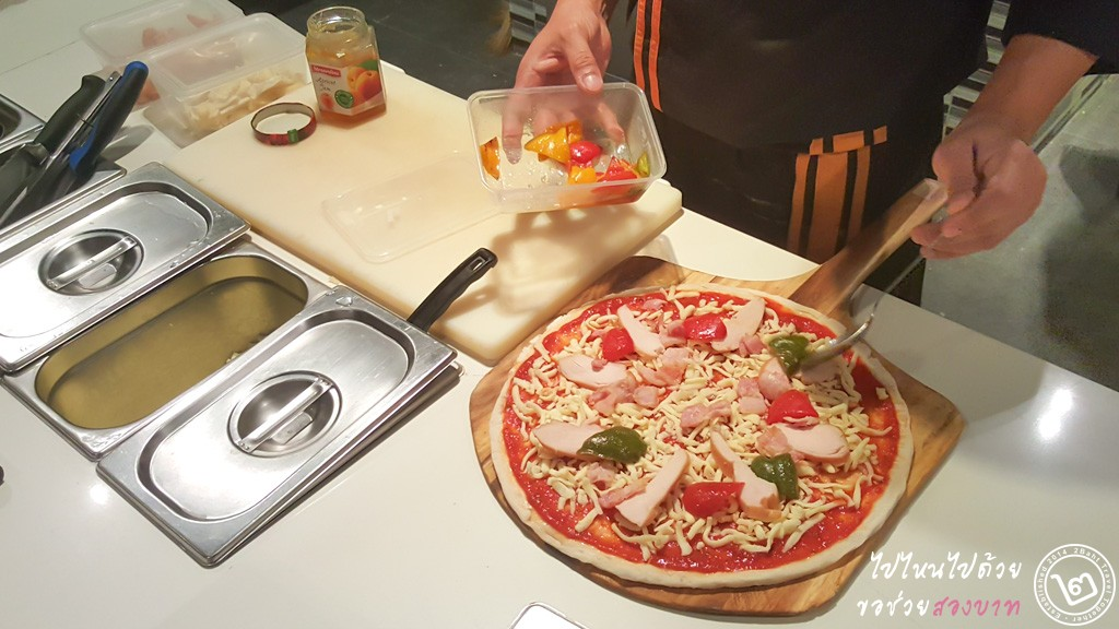 Fruity Chicken Pizza by Prego Trattoria, Novotel Bangkok Impact