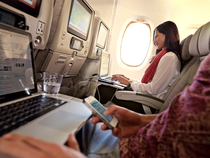ที่นั่งชั้นประหยัดของ Emirates (ภาพจาก Emirates)