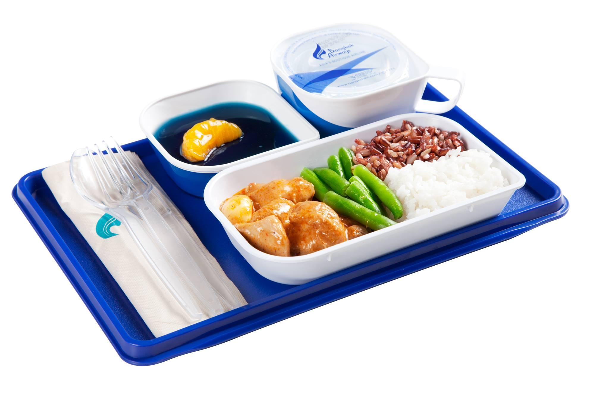 แกงฮังเลไก่สไตล์ภาคเหนือ ทานคู่กับข้าวกล้องและข้าวหอมมะลิ เสิร์ฟพร้อมวุ้นอัญชัญ ใส่กลีบส้มแมนดาริน