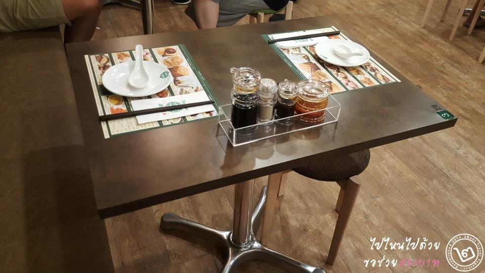 ขนาดโต๊ะของร้าน Tim Ho Wan สาขา The Street รัชดาภิเษก