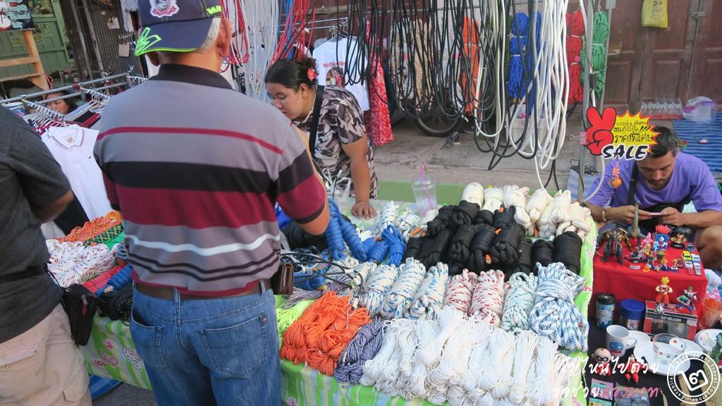ถนนคนเดิน ตลาดปราณบุรี ข้าวของเครื่องใช้ ของฝาก
