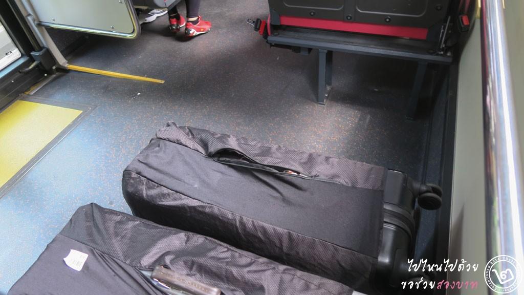 การวางสัมภาระบนรถเมล์สิงคโปร์