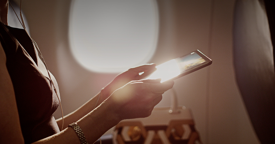 สายการบิน Delta มีระบบสตรีมมิ่ง ใช้แท็บเล็ตของเราเองดูหนังได้
