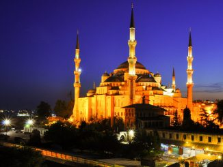 มัสยิด Blue Mosque ที่เลื่องชื่อที่สุดของอิสตันบูล (ภาพโดย KayYen / Flickr)
