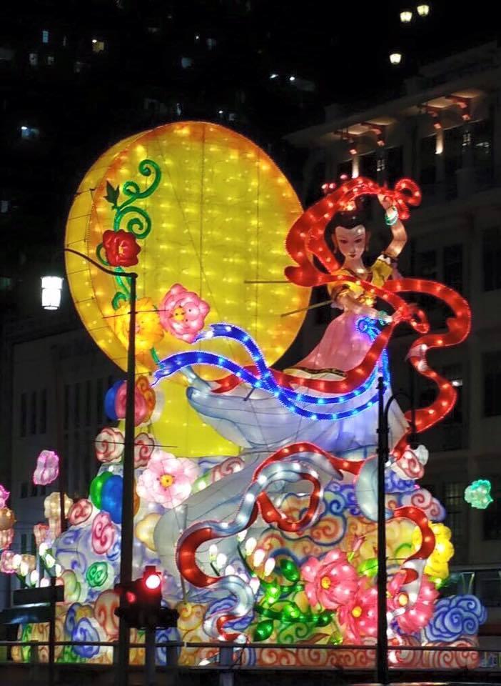 โคมไฟ Moon Goddess ภาพจาก Dr. Lily Neo
