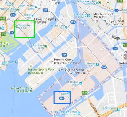 ที่ตั้งใหม่ของตลาดปลา Toyosu (สีน้ำเงิน) ใน Tokyo Bay อยู่ห่างจาก Tsukiji เดิม (สีเขียว) ประมาณ 1-2 กิโลเมตร