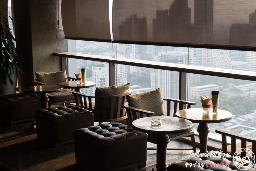 บรรยากาศที่นั่งส่วน Terrace ห้องอาหาร Scarlett โรงแรม Pullman Bangkok Hotel G สีลม