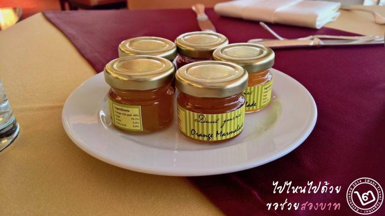 แยมและน้ำผึ้งในกระปุก